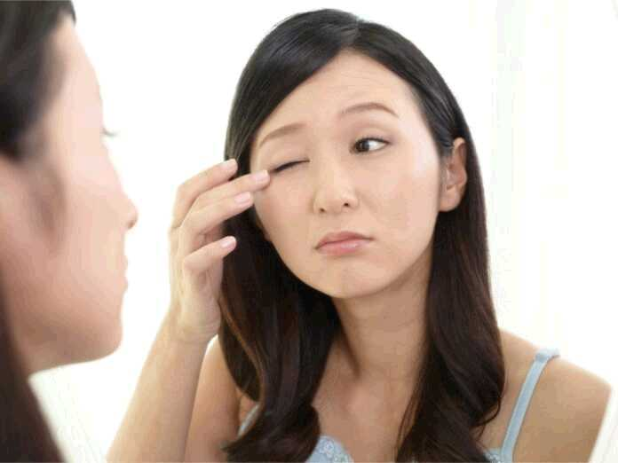 causes of eyelid swelling